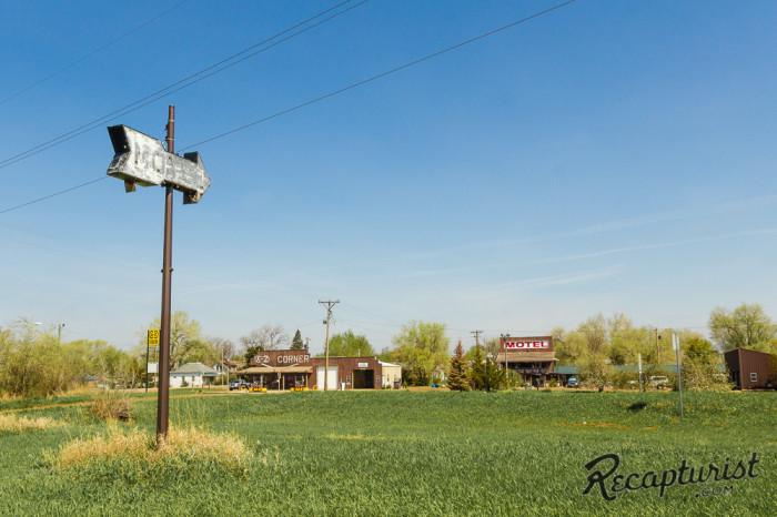 motel-arrow