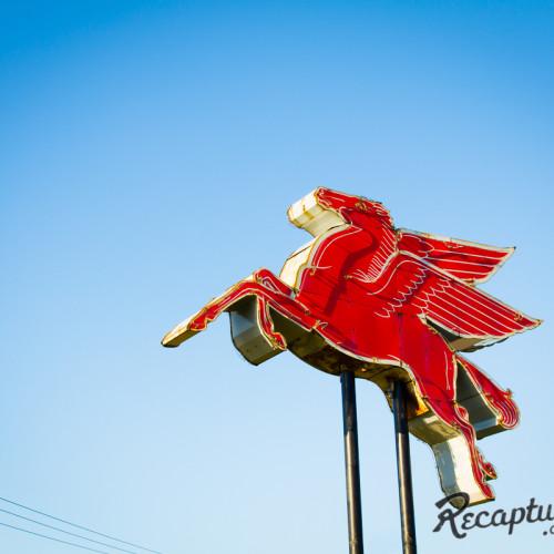 Mobil Pegasus (Medina, MN)